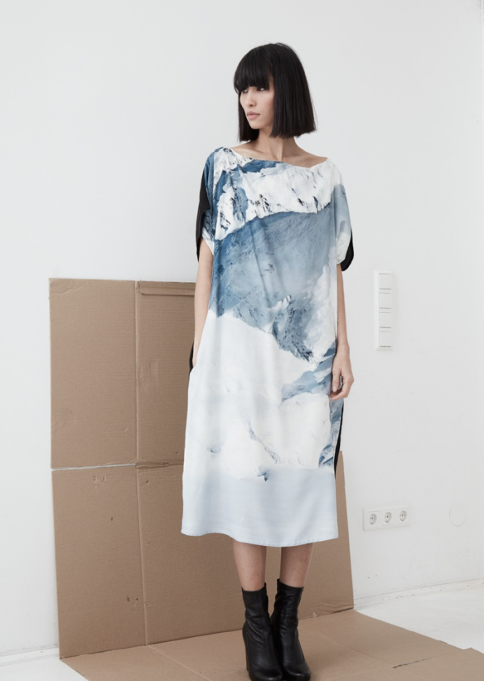 by , Kleid mit Bergprint,